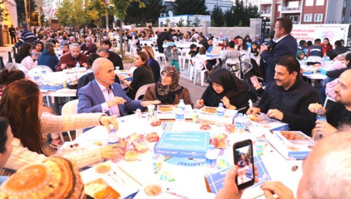 Akgün ramazanın güzelilğini halkla paylaşıyor