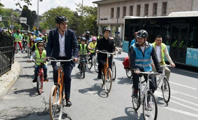 Başkan Akpolat çocuklarla pedala bastı