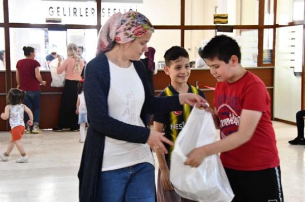 Eenyurt Belediyesi 5 bin çocuğu sevindirdi