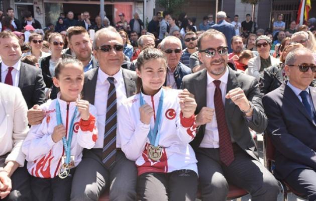 Silivri 19 Mayıs'ı kutladı
