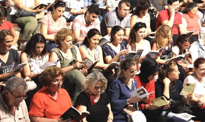 7'den 70'e binlerce kişi aynı anda kitap okudu