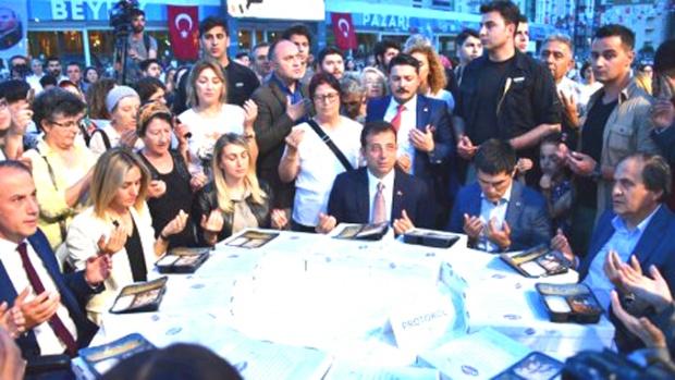 İmamoğlu 15 bin kişiyle iftar açtı