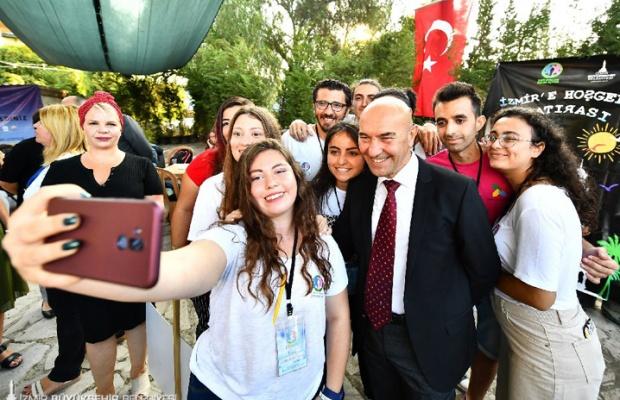 İzmir'de gençleri Soyer karşıladı