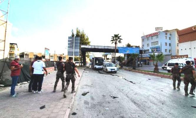 Adana'da polis aracına hain saldırı