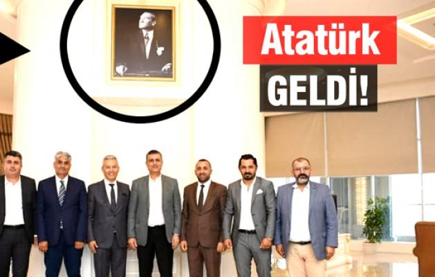 Erdoğan'ın fotoğrafı indi Atatürk asıldı!