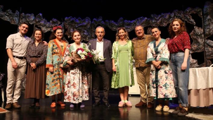 Küçükçekmece'de tiyatro sezonu açıldı