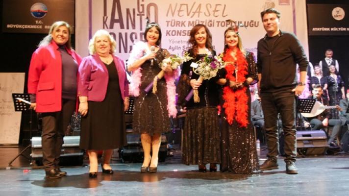 Nevasel'den Tango ve Kanto şov