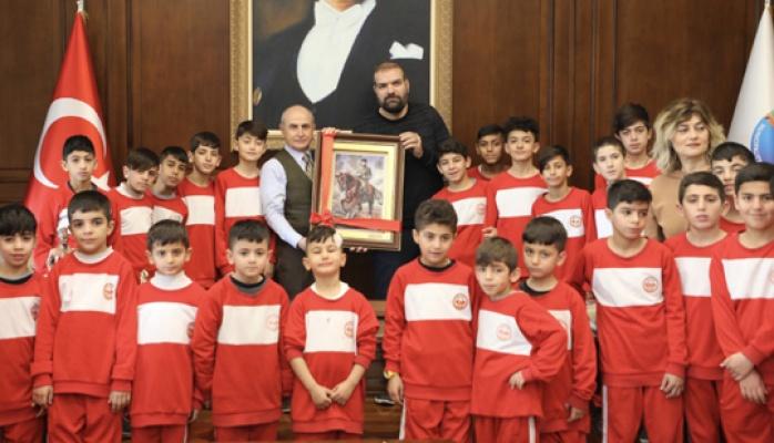 Mardinli çocuklar Akgün'ü ziyaret etti