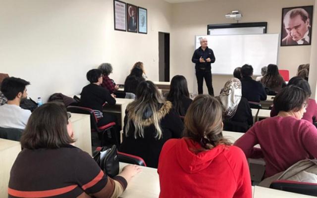 Avcılar'da eğitim seminerine devam