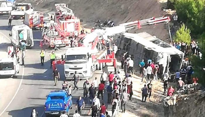 Mersin'de askerleri taşıyan otobüs devrildi: 5 asker şehit!