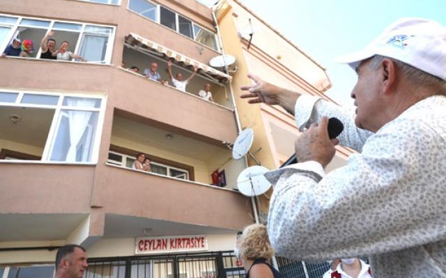 Akgün sokak sokak bayram kutladı