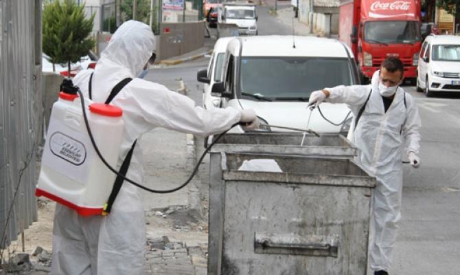 Esenyurt'ta çöp konteynerleri ilaçlanıyor