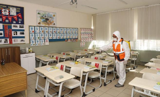 Büyükçekmece'deki okullar dezenfekte edildi