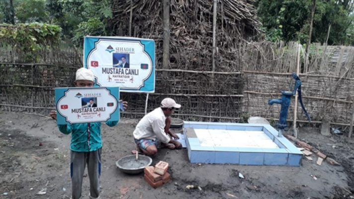 Canlı için Bangladeş'te su kuyusu yaptırdılar