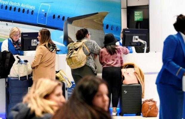 Hollanda ve Belçika İngiltere'den uçuşları yasakladı