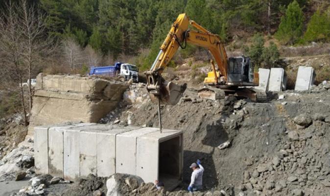 Alanya kırsalında yollar onarılıyor