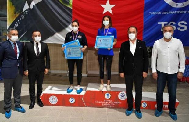 Beylikdüzü'nde Paletli Yüzme Şampiyonası