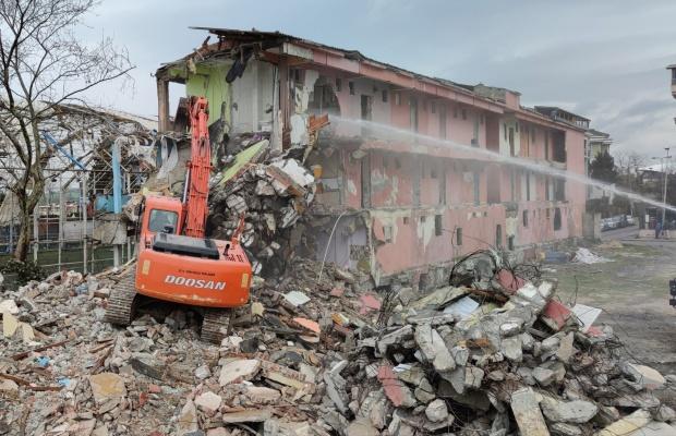 Büyükçekmece'de riskli 8 bina yıkıldı