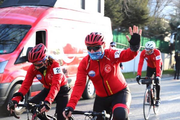 Büyükçekmeceli bisikletçiler Çanakkale yolu'nda