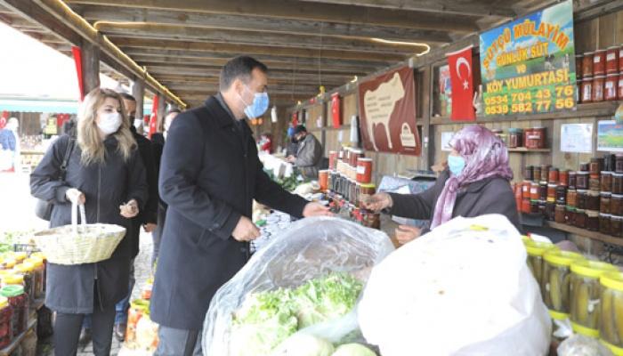Köy Pazarı esnafına tohum hediyesi