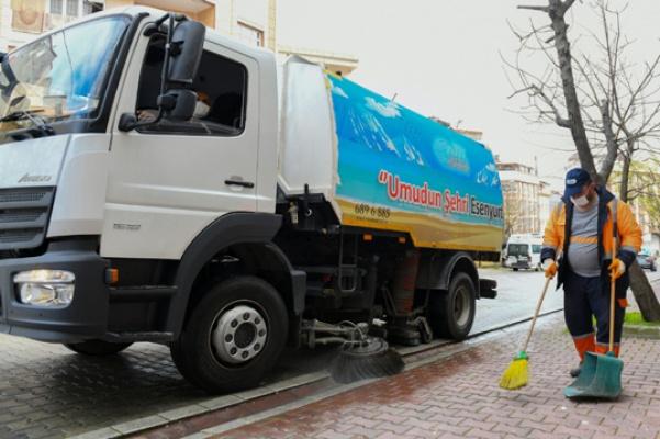 Esenyurt'ta sokak ve caddeler yıkanıyor