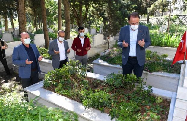 Başkan Çalık mezarlıkları ziyaret etti