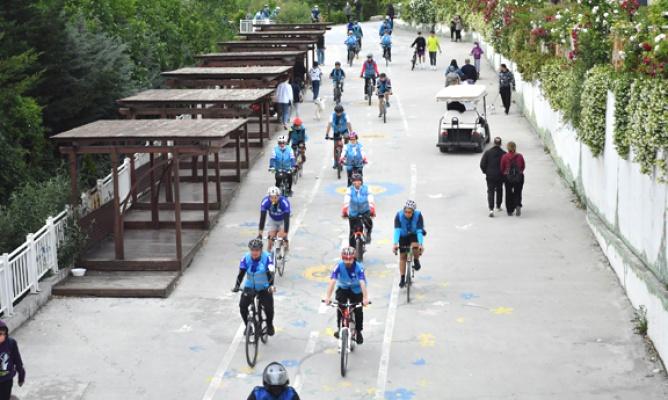 Bisikletseverler Beylikdüzü'nde pedallıyor