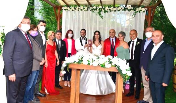 CHP'li Geygel ve Oral Ailesinin mutlu günü