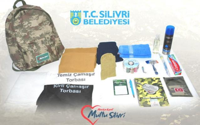 Silivri Belediyesi'nden Mehmetçiklere asker çantası