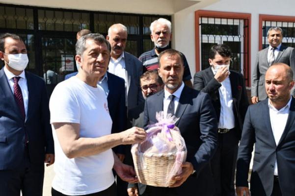 Bakan Selçuk Silivri'de masal evi açtı