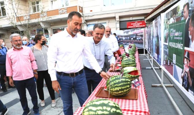 Kadıköy'de karpuz ziyafeti!