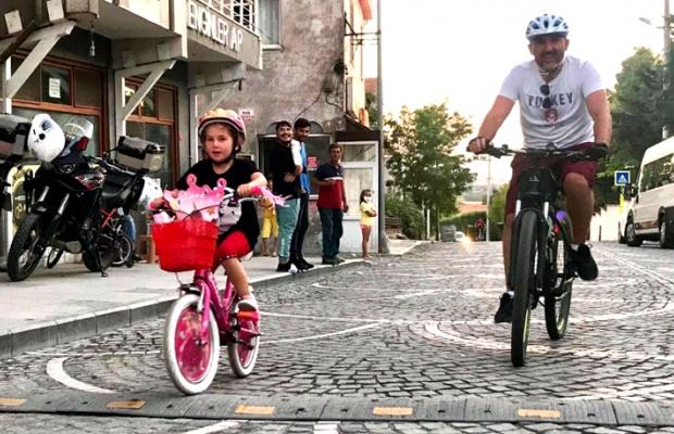 Minik Elif bisiklet turunun yıldızı