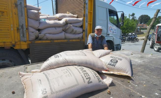 Sayalar'da tohumluk arpa dağıtımı
