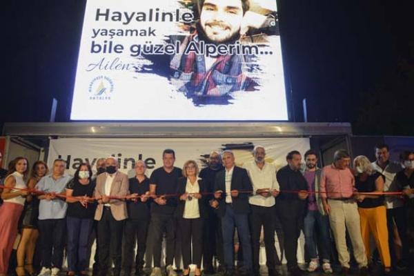 Kameraman Alper Baycın parkı törenle açıldı