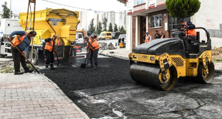 Esenyurt'ta asfalt robotu işbaşı yaptı