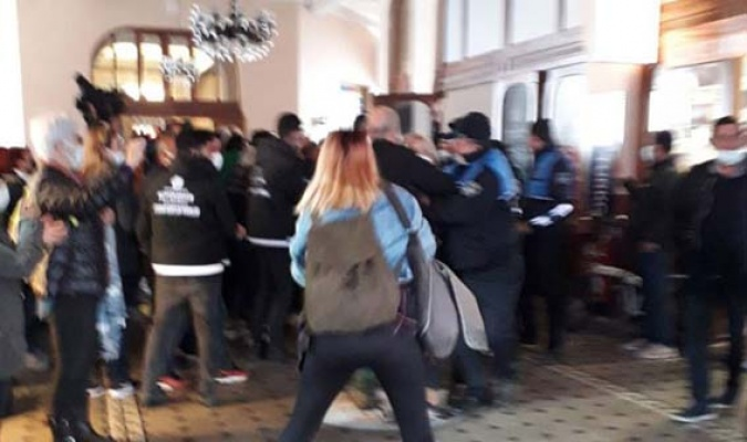 İBB tahliyesine polis engeli