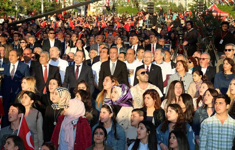 Ataşehir 19 Mayıs'ı binlerce kişiyle kutladı