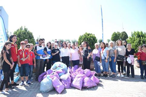 Avcılar'da Belediye Başkanı Toprak çöp topladı