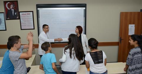 Avcılar'da belediye'den okullara yardım