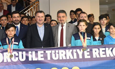 BAKAN BAK'TAN ESENYURT'A SPOR KOMPLEKSİ SÖZÜ
