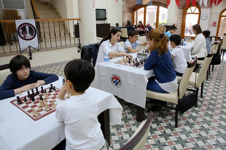 Bakırköy'de Anneler Günü satranç turnuvası