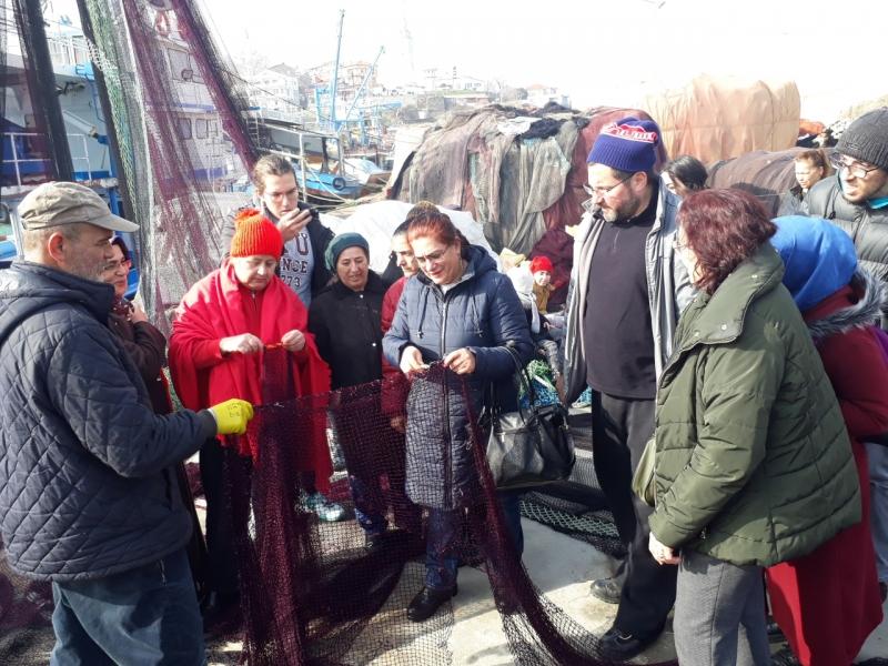 Balıkçılardan kadınlara  file yapımı dersi
