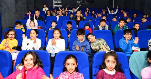Beylikdüzü Belediye tiyatrosu ve sineması perdeleri açtı