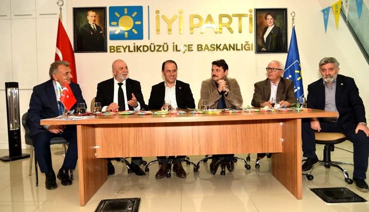 Beylikdüzü'nde CHP'den İyi Parti'ye ziyaret