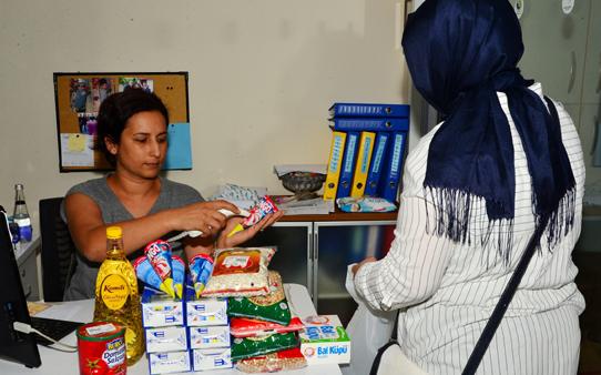 Beylikdüzü'nde Gıda Bankası'ndan serinleten yardım
