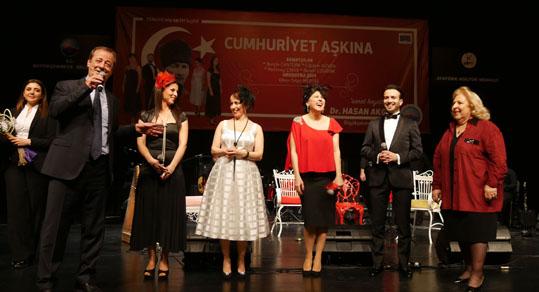"""Büyükçekmece'de şarkılar """"Cumhuriyet Aşkına"""" söylendi"""