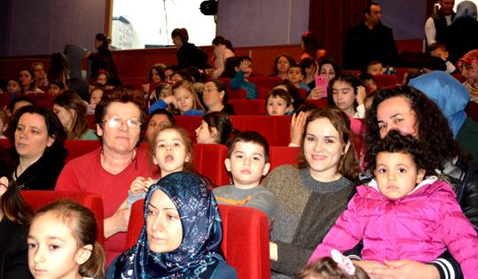 Çatalca'da çocuklara tiyatro keyfi