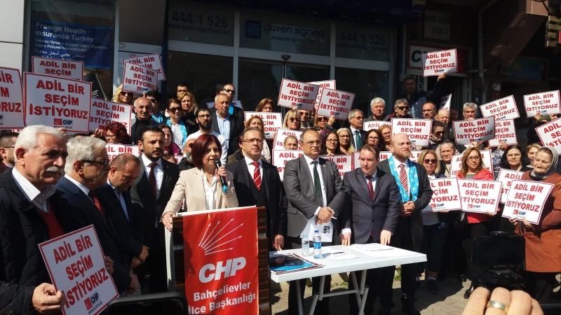 Emecan: Kendilerine oy vermeyenleri terörist ilan ediyorlar