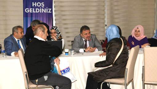 Esenyurt Belediye Başkanı Alatepe vatandaşı dinliyor