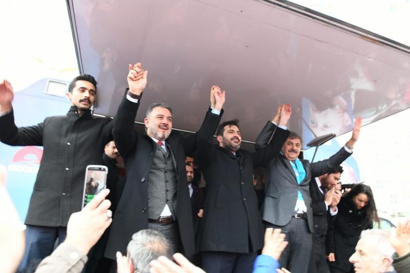 ESENYURT'TA AZMİ EKİNCİ'YE COŞKULU KARŞILAMA